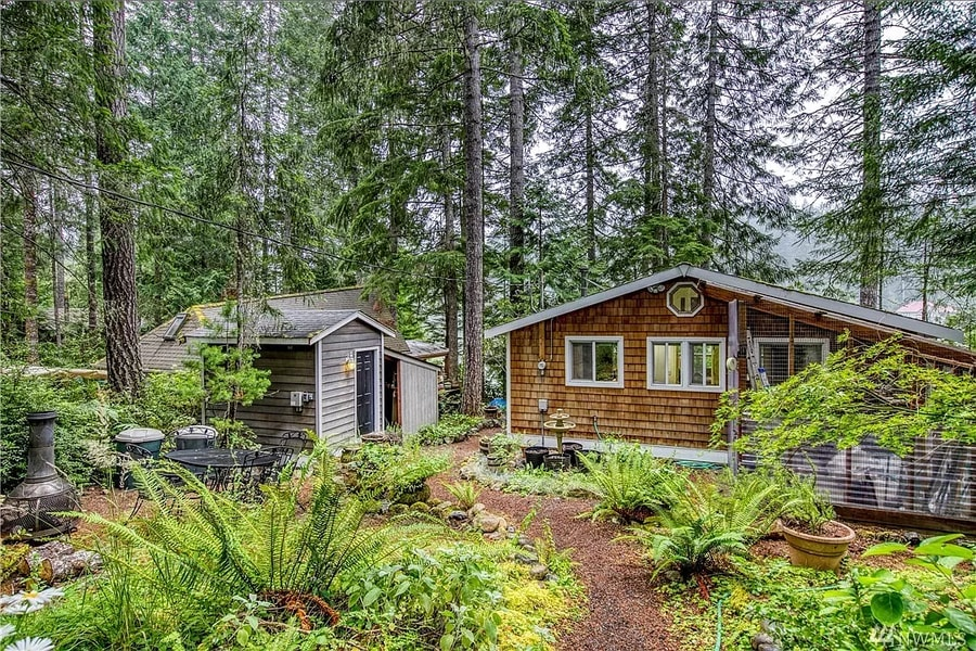 480 Sq. Ft. Washington Lakeside Cabin For Sale 020
