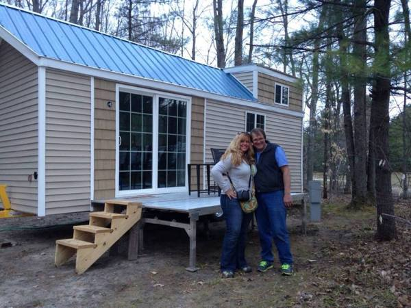 Couple Living Simply in 200 Sq. Ft. Tiny House Built for $15k