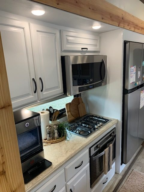 Former Military Couple's Renovated RV 22