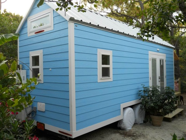 little-beach-cottage-on-wheels-by-signatour-tiny-houses-0013