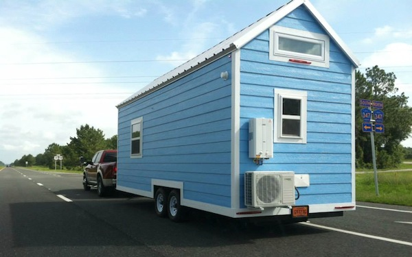 little-beach-cottage-on-wheels-by-signatour-tiny-houses-002