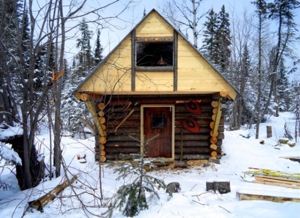 man-builds-500-dollar-tiny-log-cabin-01