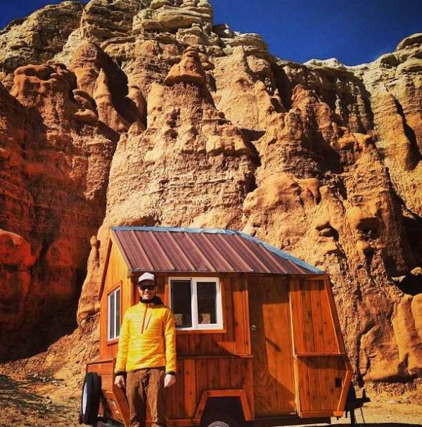 man-converts-pop-up-camper-into-diy-micro-cabin-on-wheels-0003