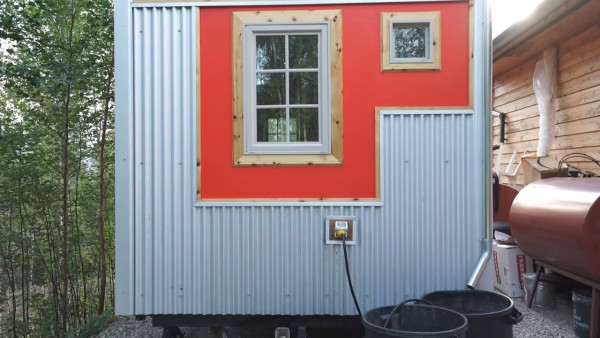 marks-modern-tiny-house-on-wheels-alaska-016