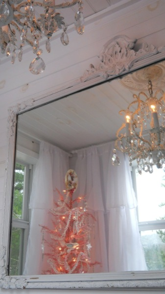 Tonita's Pink Christmas Tiny House (11)