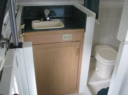 pipercraft-trailerable-houseboat-bathroom-shower