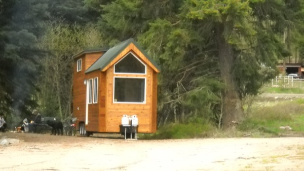 rich-the-cabin-mans-spacious-tiny-house-015