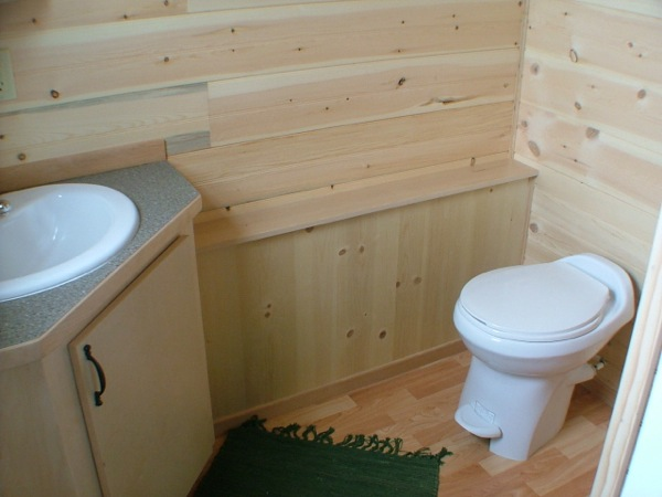 rich-the-cabin-mans-spacious-tiny-house-06