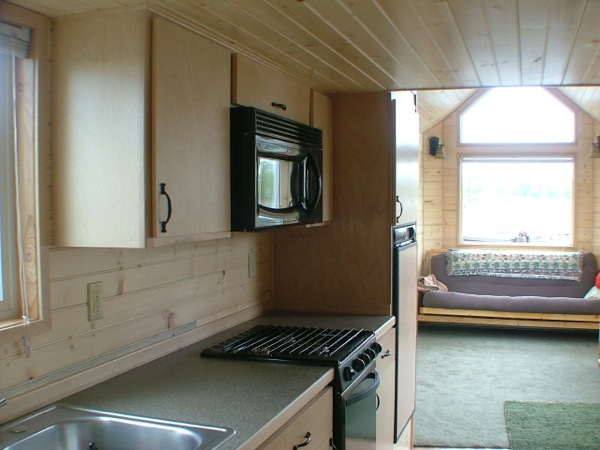 rich-the-cabin-mans-spacious-tiny-house-08