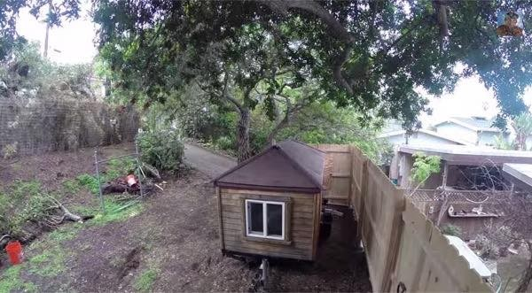 rob-greenfield-tiny-house-living-02