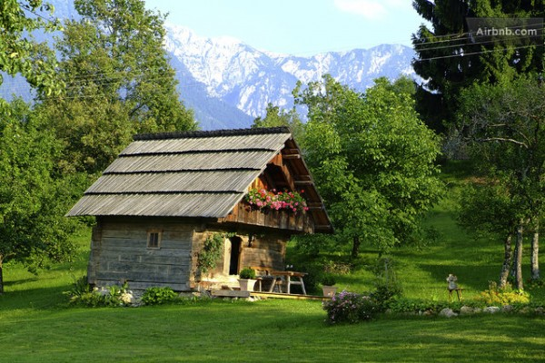 16 tiny houses cabins and cottages you can rent or vacation in. Black Bedroom Furniture Sets. Home Design Ideas