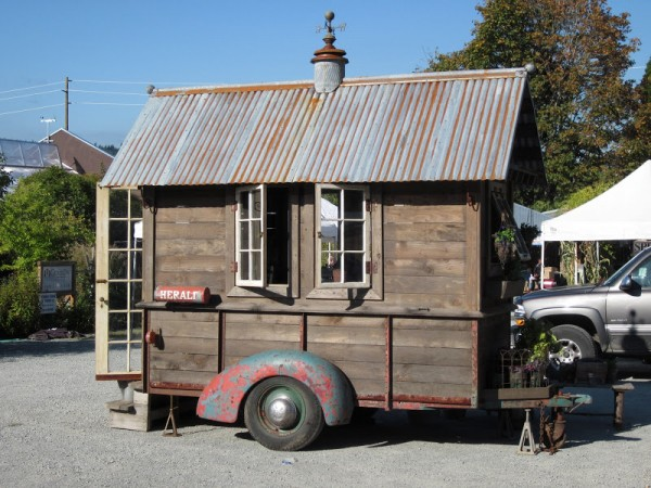 rustic-vintage-tiny-house-on-wheels-05