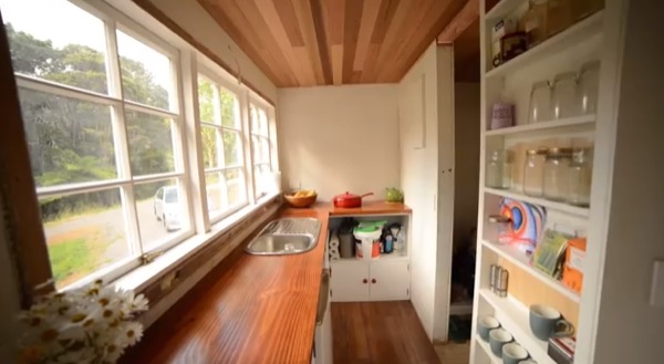 shaye-and-toms-diy-tiny-house-003