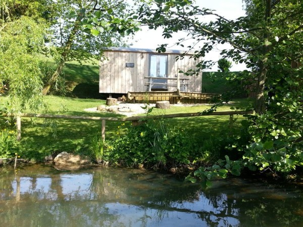 shepherds-hut-retreat-delight-tiny-cabin-007