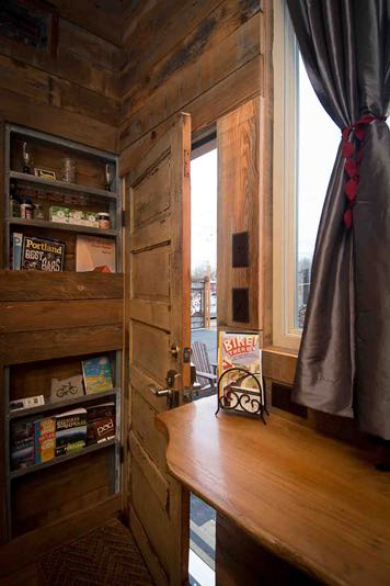 skyline-tiny-house-on-wheels-in-portland-tiny-house-hotel-005