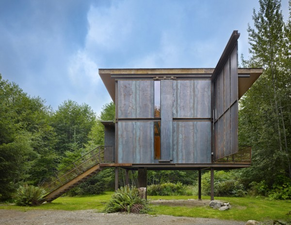 steel-clad-tiny-modern-cabin-with-shutters-on-stilts-03-600x463