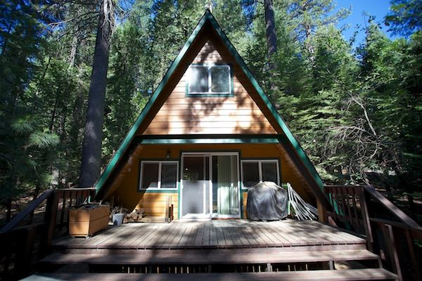 tiny-a-frame-cabin-in-the-woods-001
