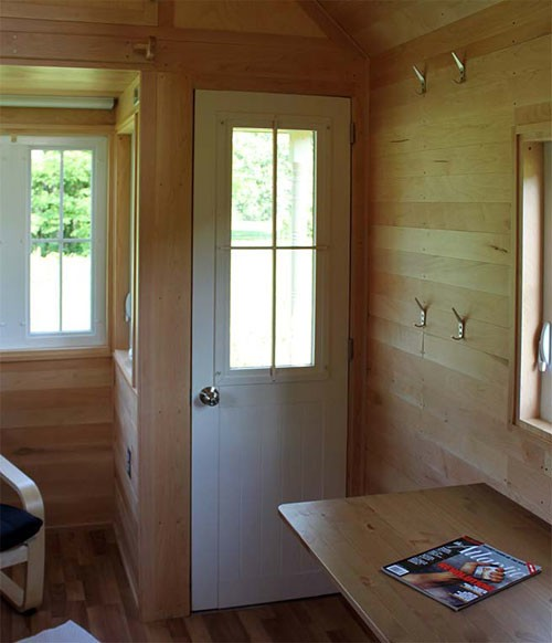 Tumbleweed Fencl Tiny House with Combo Washer Dryer