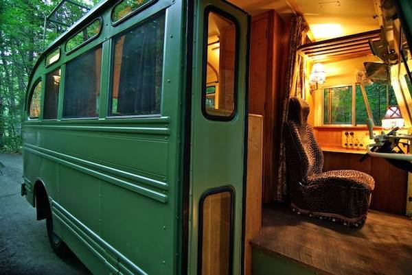 viking-short-bus-conversion-turned-to-cabin-on-wheels-by-winkarch-004