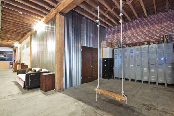 vintage-trailer-in-6000sf-warehouse-loft-in-downtown-la-009