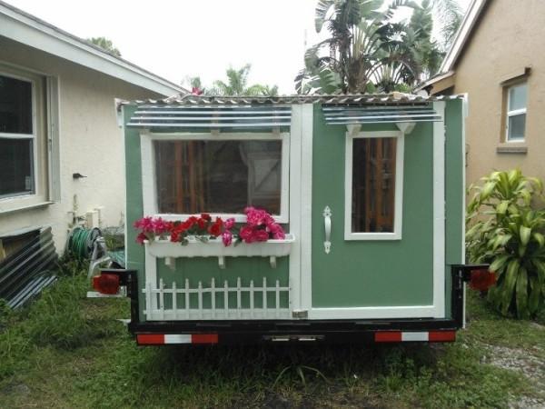 woman-builds-micro-cabin-on-wheels-to-break-free-0011