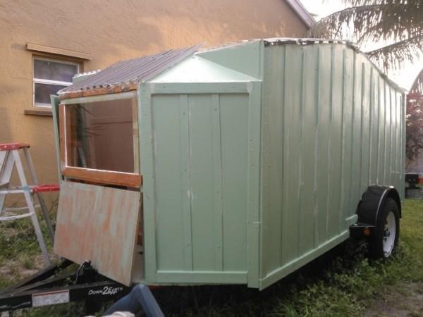 woman-builds-micro-cabin-on-wheels-to-break-free-006